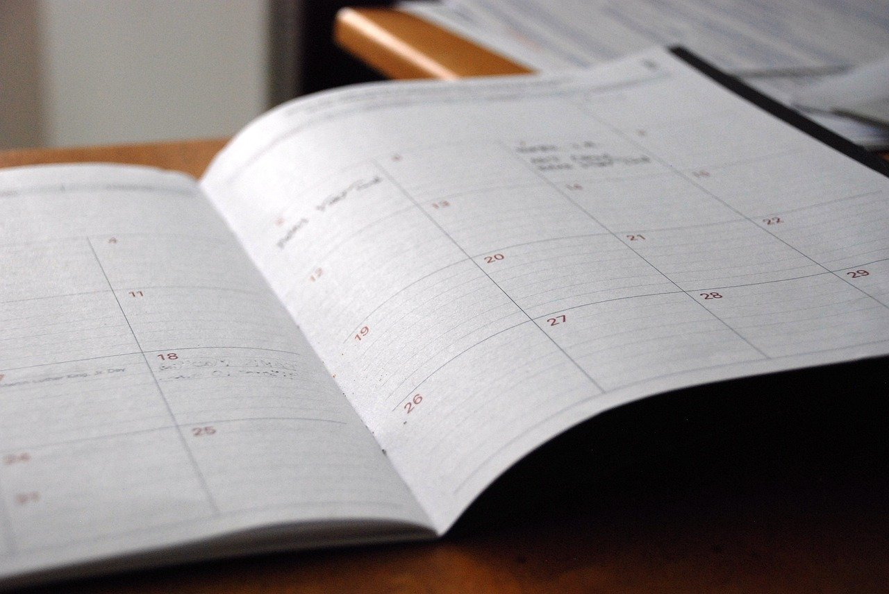 Schedule legal blog post publication times in a day planner